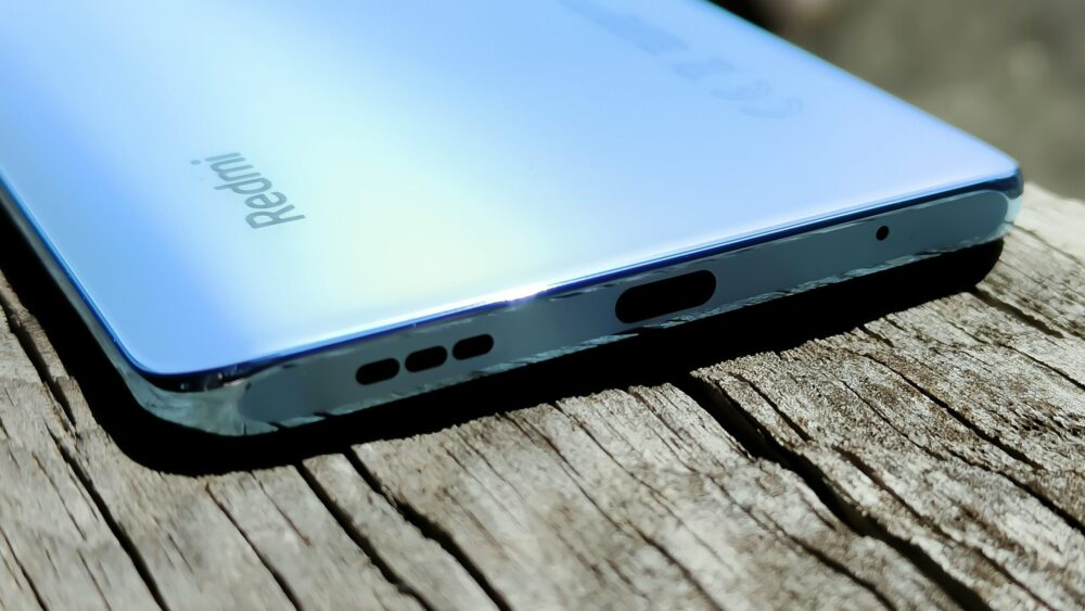 スマートフォンの底面