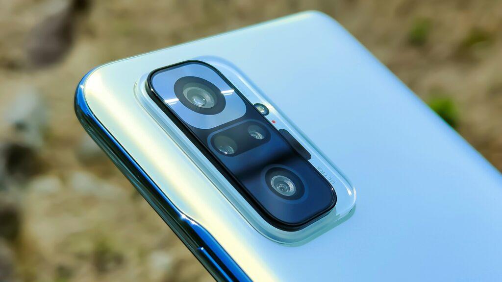 スマートフォンのカメラユニットのアップ