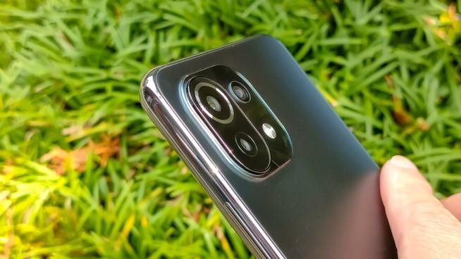 スマートフォンのカメラ部分アップ